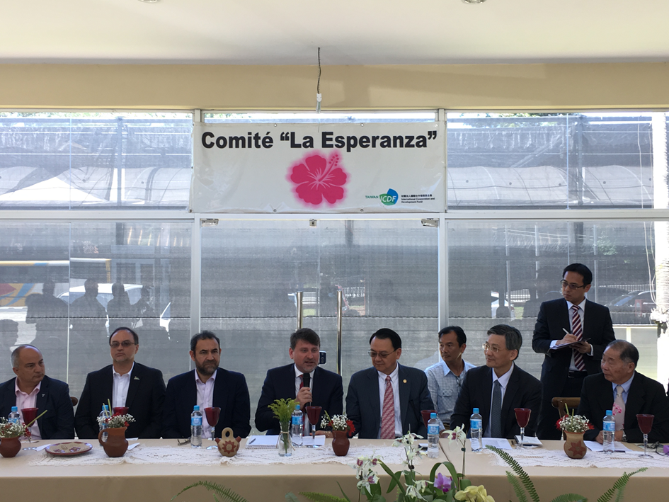 強化臺灣與巴拉圭兩國邦誼,農委會組團赴巴國考察蘭花投資環境